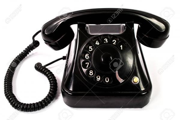 Vieux telephone noir retro isole sur fond blanc